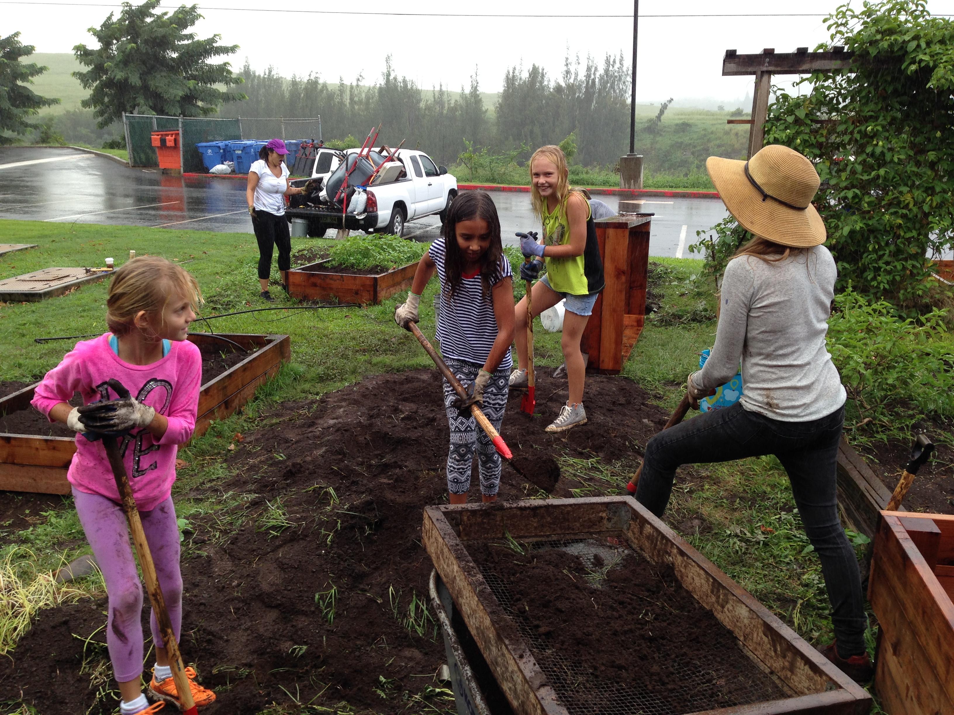 Maui Prep Academy Digs Into Edible Classrooms